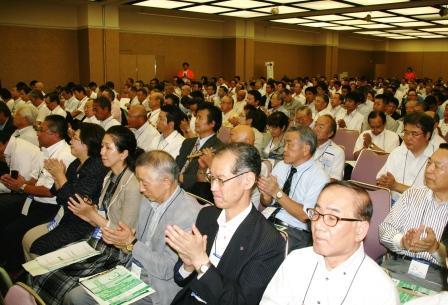 b68403c3eb9e0 参加者の熱気に包まれた全体会場